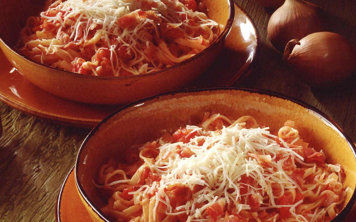 Pastaa tomaattikastikkeessa