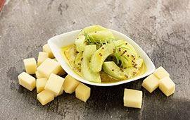 Sinappi-kurkkusalaatti