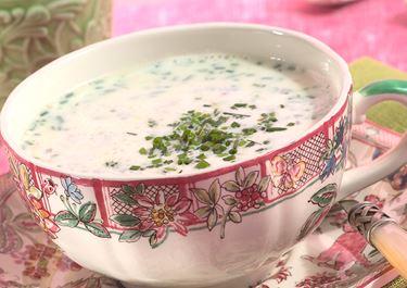 Jogurtti-artisokka-ruohosipulikeitto
