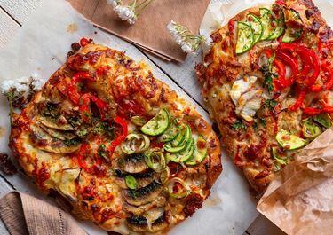 Pizza καλοκαιρινή με τυριά & λαχανικά