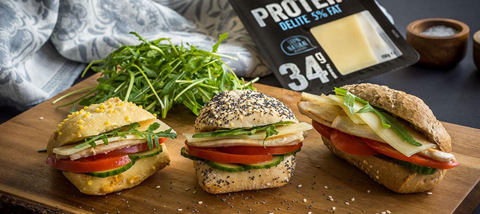 Μικρά sandwiches με κοτόπουλο και Arla Protein Delite 5%