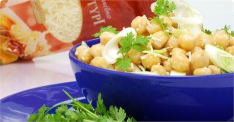 Σαλάτα με ρεβίθια, φρέσκο σκόρδο και μυρώνια