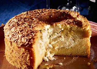 Αλμυρό κέικ, γεμιστό με φρέσκο τυρί κρέμα