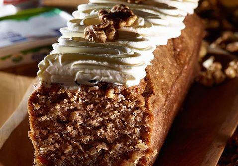 Κέικ με καρύδια & επικάλυψη κρέμας τυριού