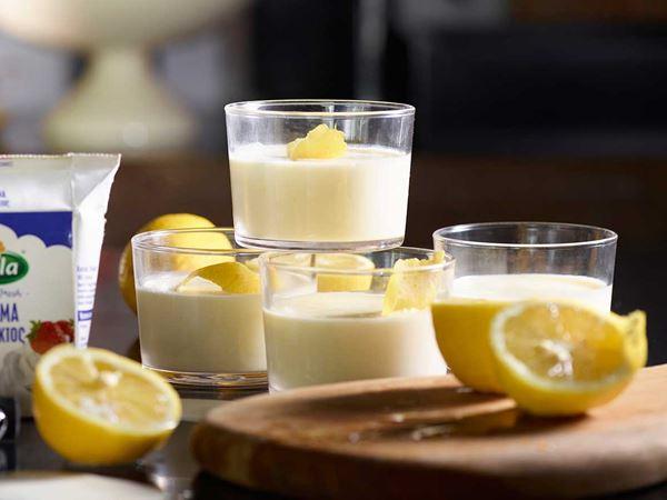 Κρέμα με λεμόνι σε ποτήρι