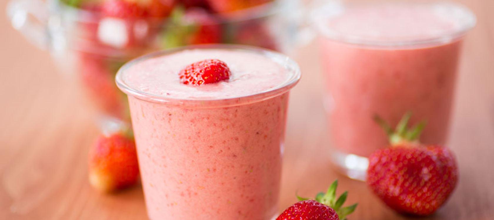 Smoothie φράουλα με γάλα Arla Lactofree και μέλι