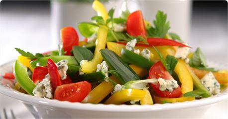 Ανοιξιάτικη σαλάτα με φρέσκα μυρωδικά