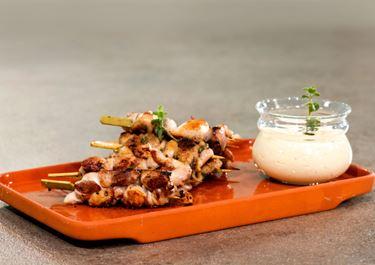 Καλαμάκια κοτόπουλου με μαγιονέζα, κάρυ και φρέσκο τυρί κρέμα