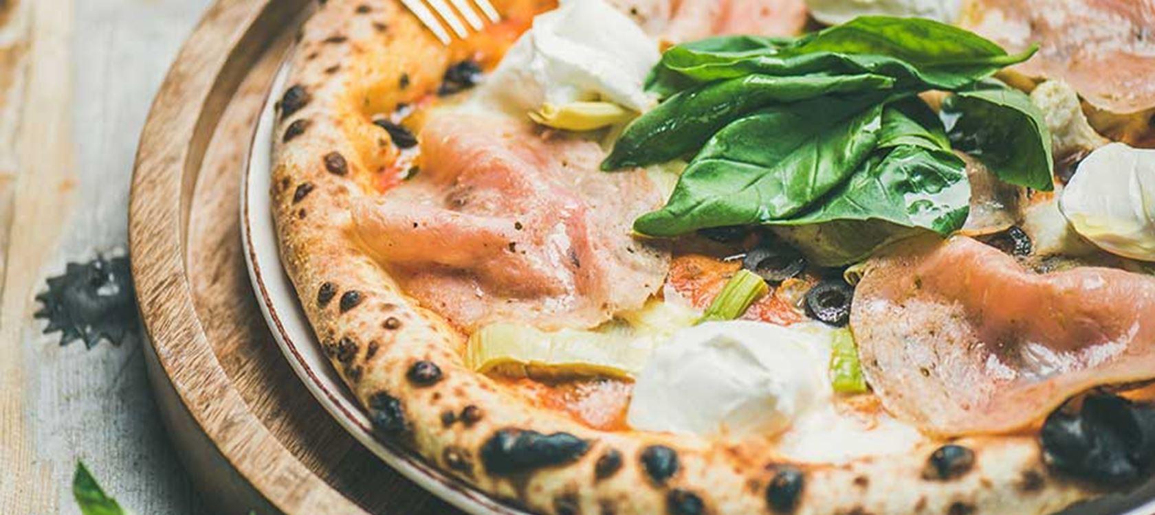 Πίτσα με ζαμπόν και φρέσκο τυρί κρέμα