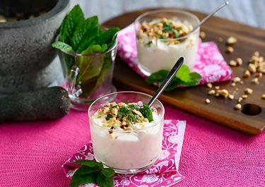 Κρέμα γιαουρτιού με λάιμ & καβουρδισμένα αμύγδαλα