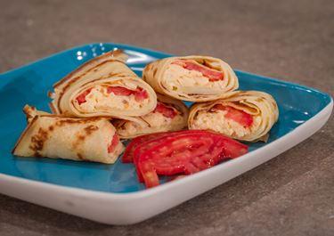 Κρέπα γεμιστή με ομελέτα, ντομάτα και Arla Havarti