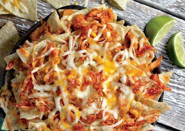 Σπιτικά πικάντικα nachos με τριμμένα τυριά