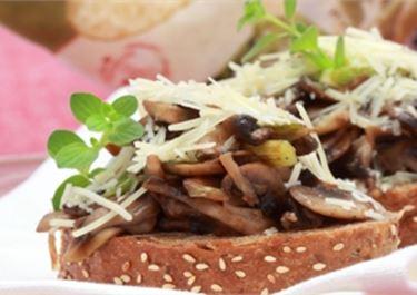 Μπρουσκέτες με μανιτάρια και σάλτσα πέστο