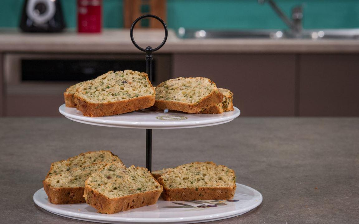 Αλμυρό κέικ με Havarti, φουντούκι και μυρωδικά