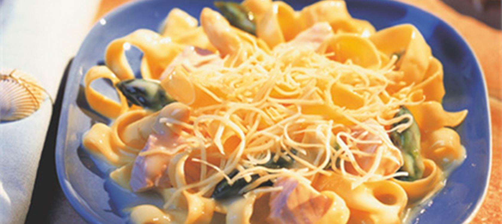 Φαρφάλες σαλάτα με καλαμπόκι και πιπεριά Φλωρίνης