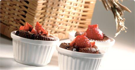 Μάφινς σοκολάτας με φράουλες