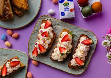 Αυγοφέτες Τσουρεκιού με Κρέμα & Φράουλες