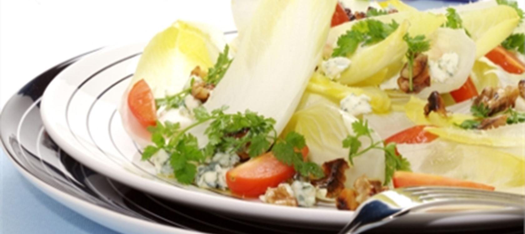 Σικορέ με μπλε τυρί και καρύδια