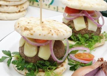 Εύκολο burger με ελληνική πίτα