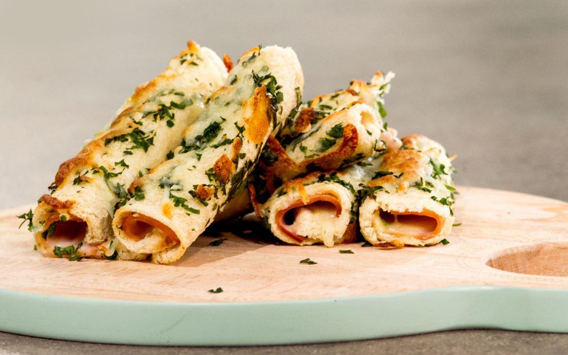 Ρολάκια τόστ στον φούρνο με φρέσκο τυρί κρέμα