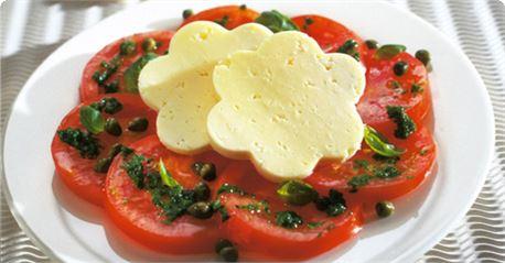 Σαλάτα ντομάτα, ρόκα και Arla Αυθεντικό Δανέζικο σκληρό τυρί