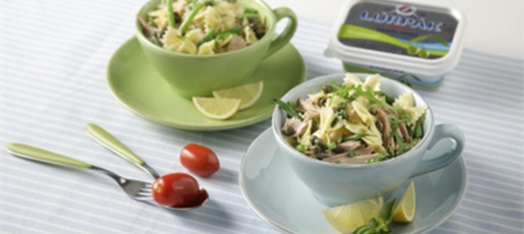 Σαλάτα ζυμαρικών με τόνο και φρέσκα μυρωδικά