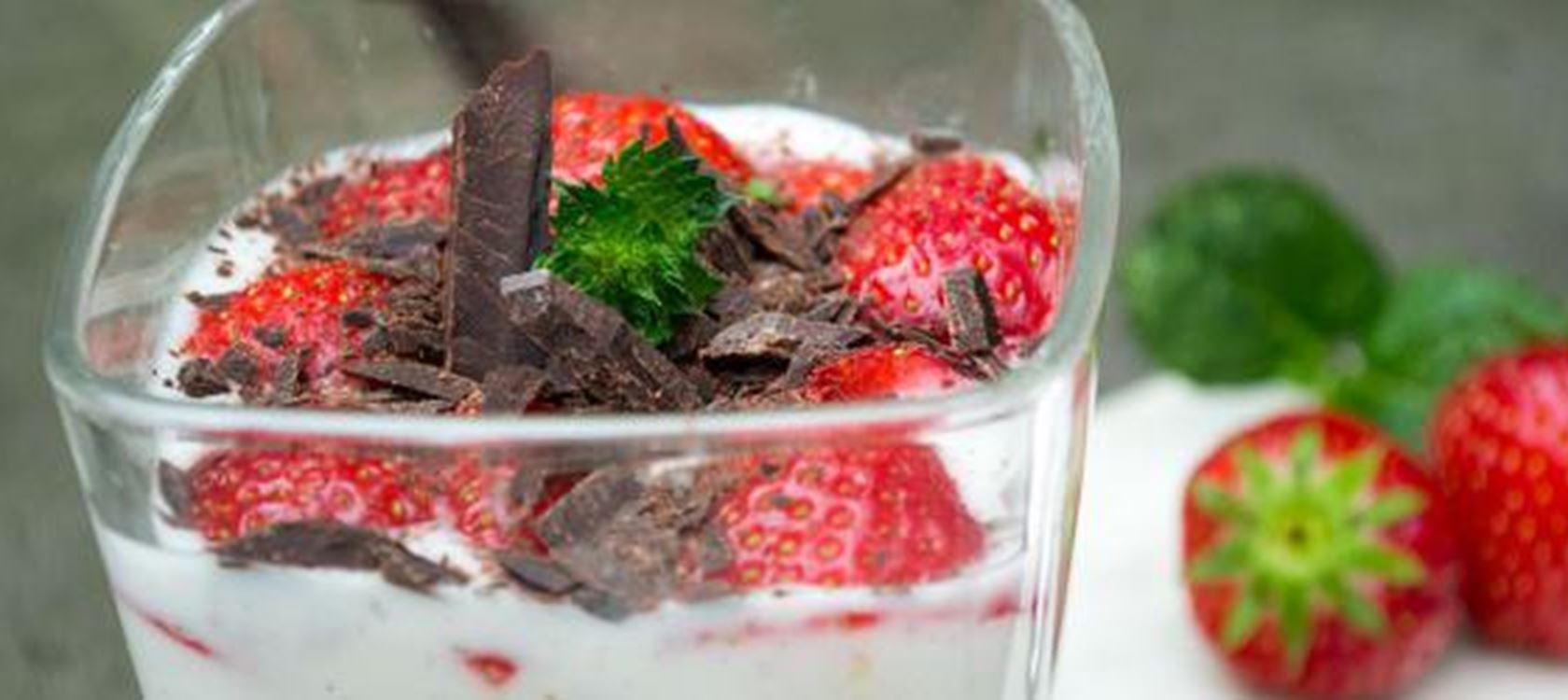 Lactosevrij vanille dessert met havermout en aardbeien