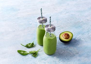 Groene smoothie met avocado, broccoli en spinazie