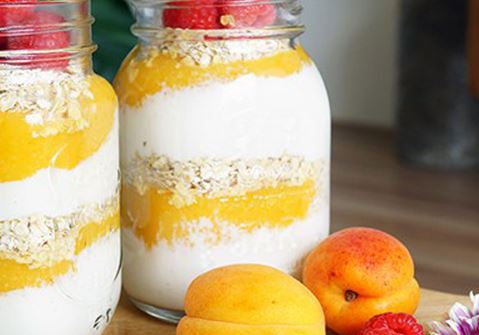 Lactosevrij laagjesontbijt met mango en abrikoos
