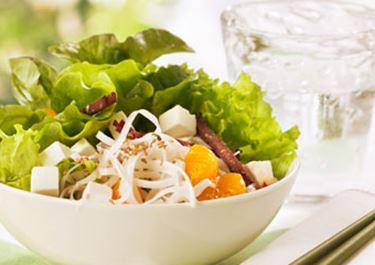 Salade van gerookt lamsvlees witte kaas en pasta