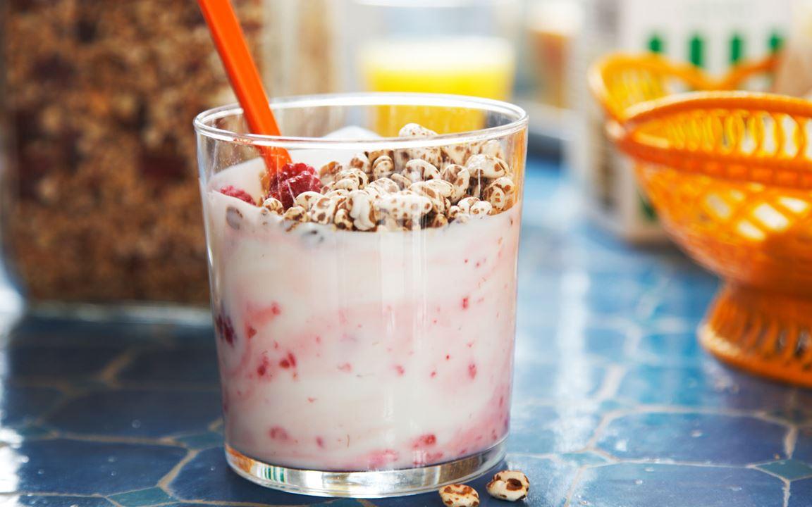 Lactosevrije yoghurt met frambozen en cruesli