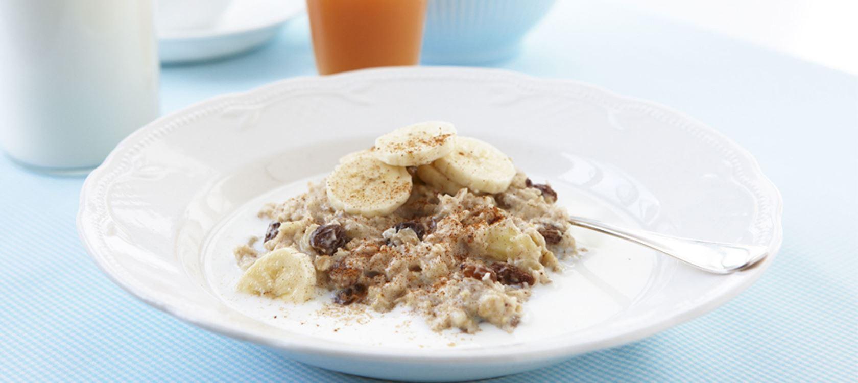 Lactosevrije havermout met banaan en rozijnen