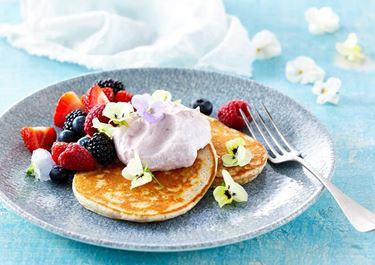 Pannenkoekjes met rood fruit en een crème van Skyr