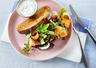 Sandwich met ham en dadels