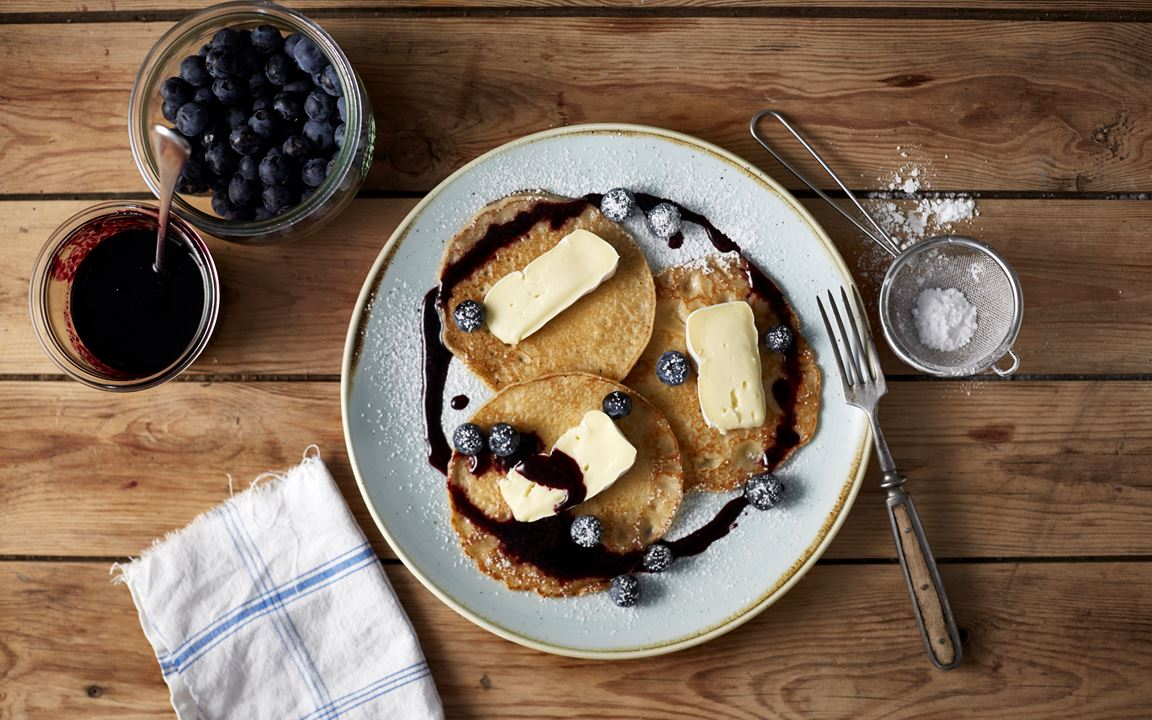 Amerikanske pannekaker med blåbær og ost