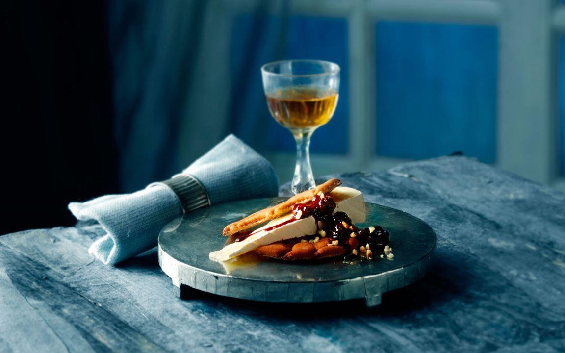 Kryddig rödvinssirap med nötter och russin