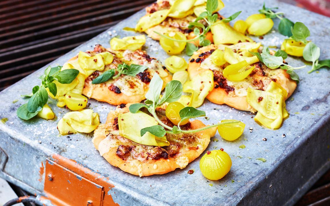 Lammpizza med zucchini och cheddar