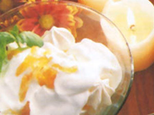 Marängglass med ingefärsgrädde