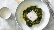 Gräddmjölkskokt kummel med stekt bladkål och potatiskräm