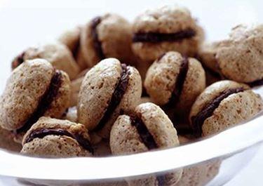 Nötmaränger med chokladsmörkräm