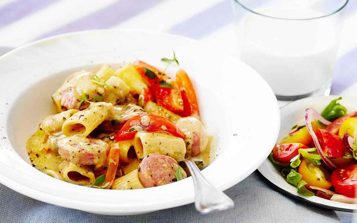 Italiensk pastapanna med salsiccia