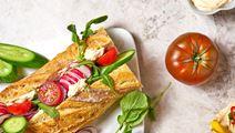 Baguette med harissa och grönsaker