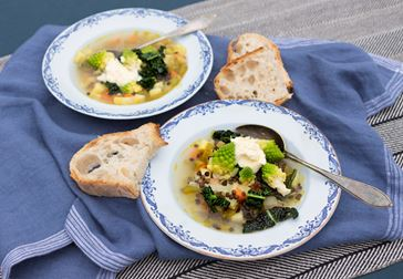 Bondsoppa med svartkål och kräm på Mild Ädel