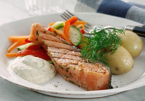 Halstrad gravad lax med lättkokta grönsaker