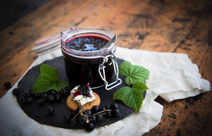 Svartvinbärsmarmelad med Earl Grey och konjak