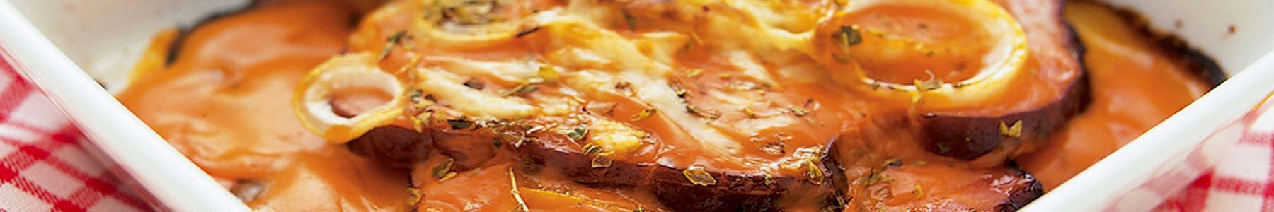 Pizza med kött som tillbehör