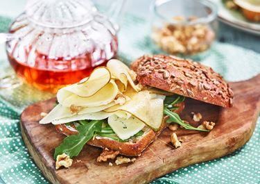 Päron- och valnötssmörgås med ost