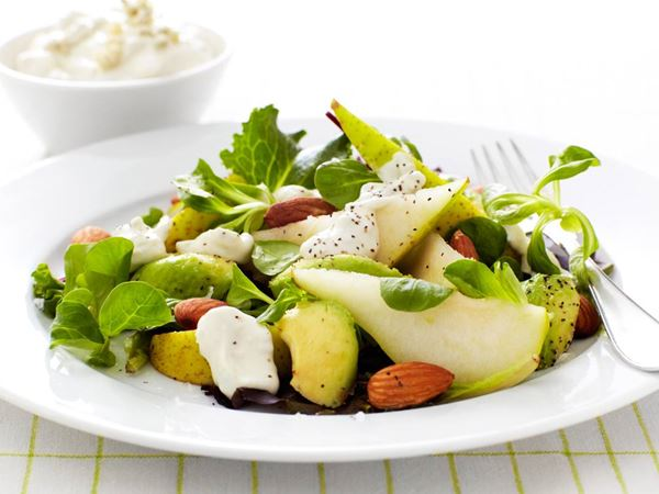 Päron- och avokadosallad med ädelostdressing