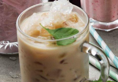 Iskaffe med mynta och honung