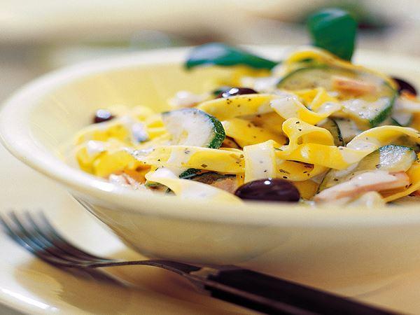 Zucchinipasta med skinka